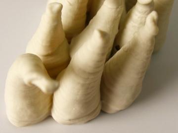 Embebida L 2009 Material textil embebido en porcelana 13.6 x 12.4 x 4.5 cm (5.4 x 4.9 x 1.8 in)