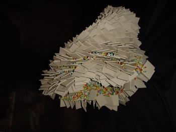 Haz envés aguamarina 2006 Porcelana modelada y cuentas de vidrio ensambladas con acero 46 x 46 x 4 cm (18.1 x 18.1 x 1.6 in)