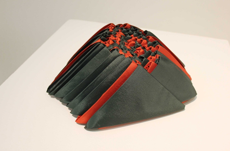 Origami 2013 Raso black out ensamblado 11 x 23 x 32 cm (4.3 x 9.1 x 12.6 in)