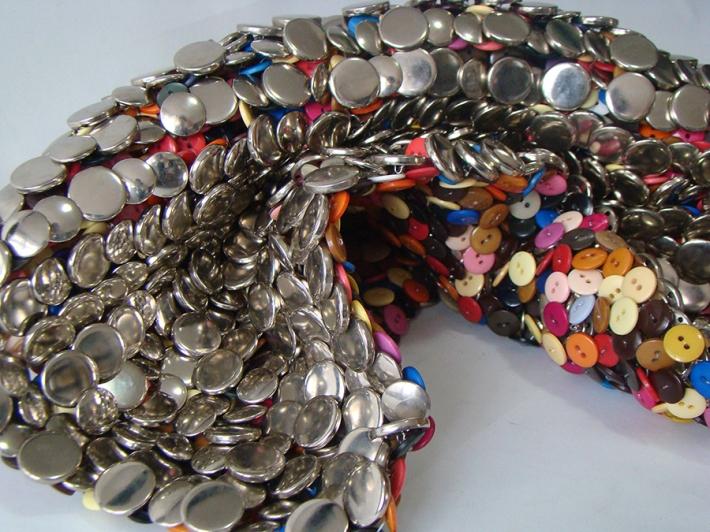 Platanoes 2 2014 Botones de metal y plástico ensamblados con nylon 56 x 46 cm (22 x 18.1 in)