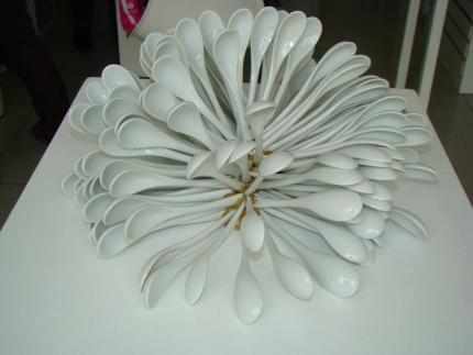 Spoons 2012 Cucharas de porcelana y cuentas de vidrio ensambladas con acero 14 x 20 x 20 cm (5.5 x 7.9 x 7.9 in)