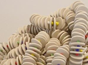Y resplandezcas de alegría igual que el carnaval 2005 Porcelana modelada y cuentas de vidrio ensambladas con acero 274 x 2.5 cm (107.9 x 1 in)